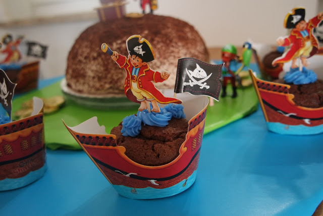 eine pirateninsel als torte zum kindergeburtstag filine. Black Bedroom Furniture Sets. Home Design Ideas