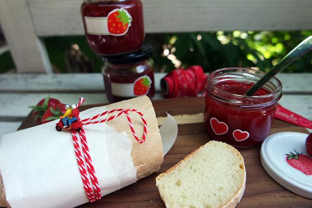 Marmelade selbst herstellen und Brot backen