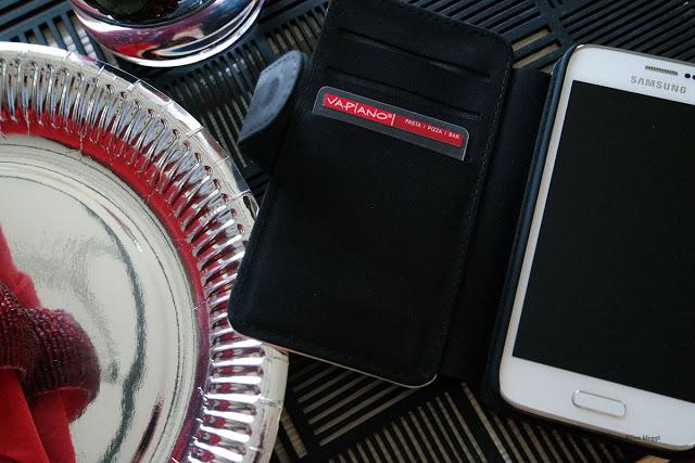 Trendy muss die Handyhülle beim Dinner sein