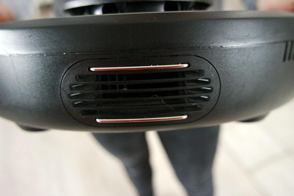 Magnete zum Laden auf der Rückseite des Saugroboters