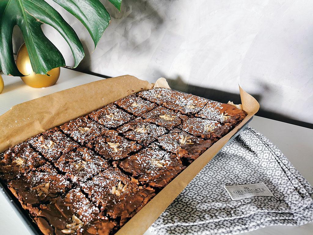 Ein Blech mit Brownies