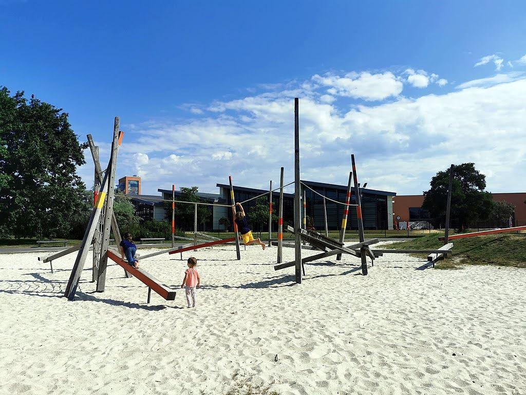 Spielplatz hinter dem Courtyard Marriott