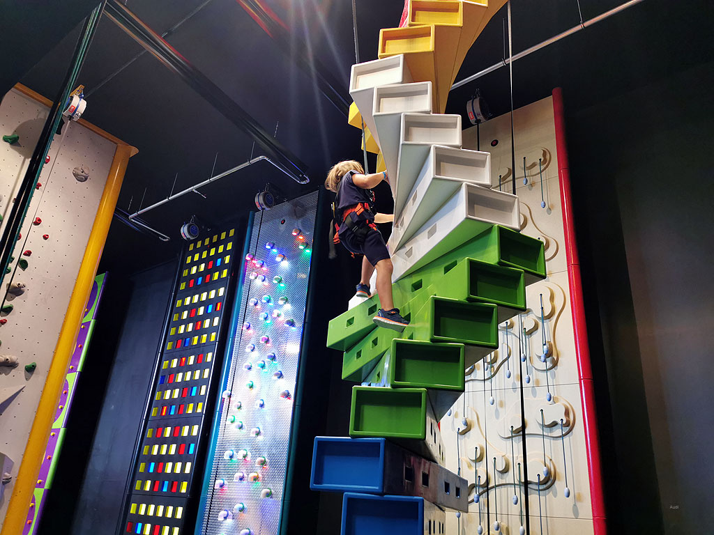 Stufen klettern am Twister, Kletterhalle