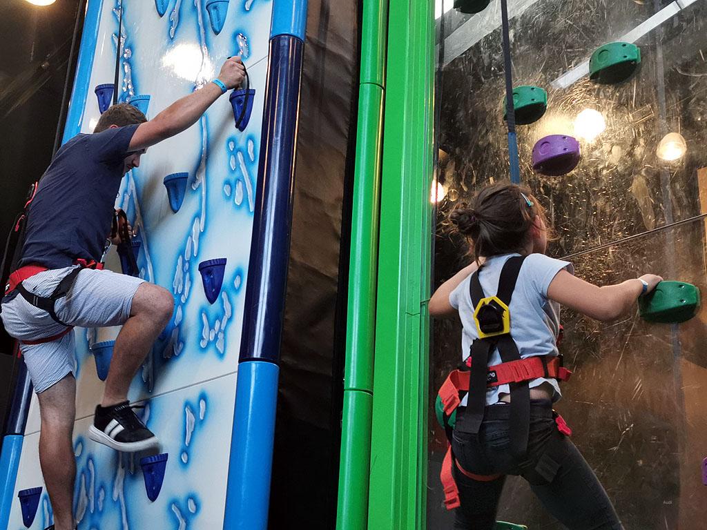 Klettern an der Icewand und an durchsichtiger Wand